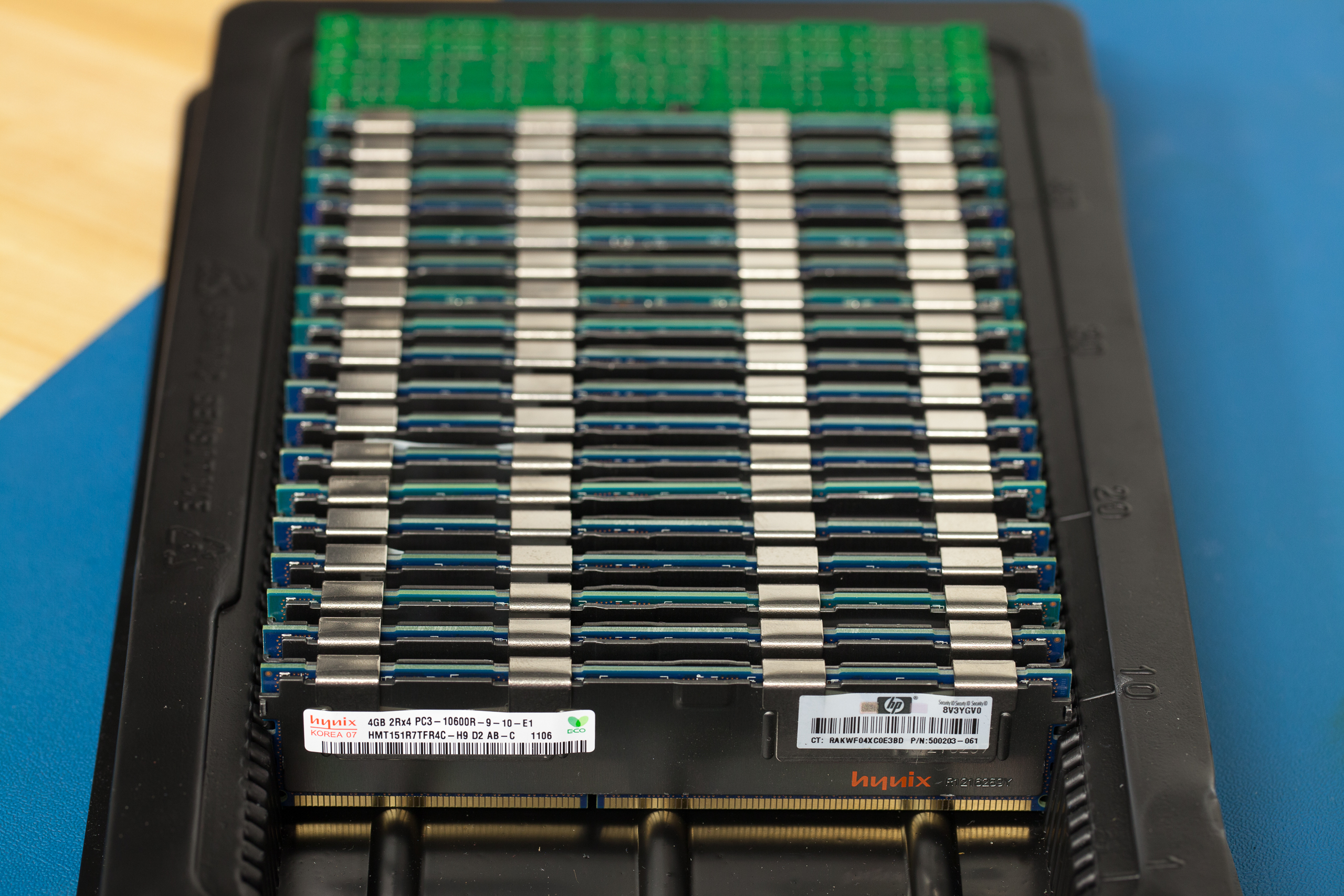 Does fully populating an R710 with RAM hurt performance